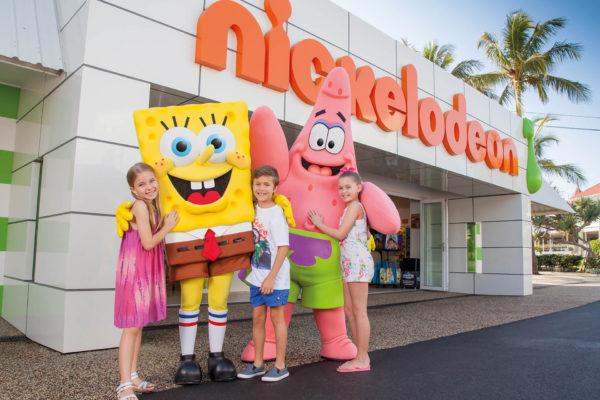 SW-Nickelodeon-Land-SpongeBob-Meet-Greet-001-sized